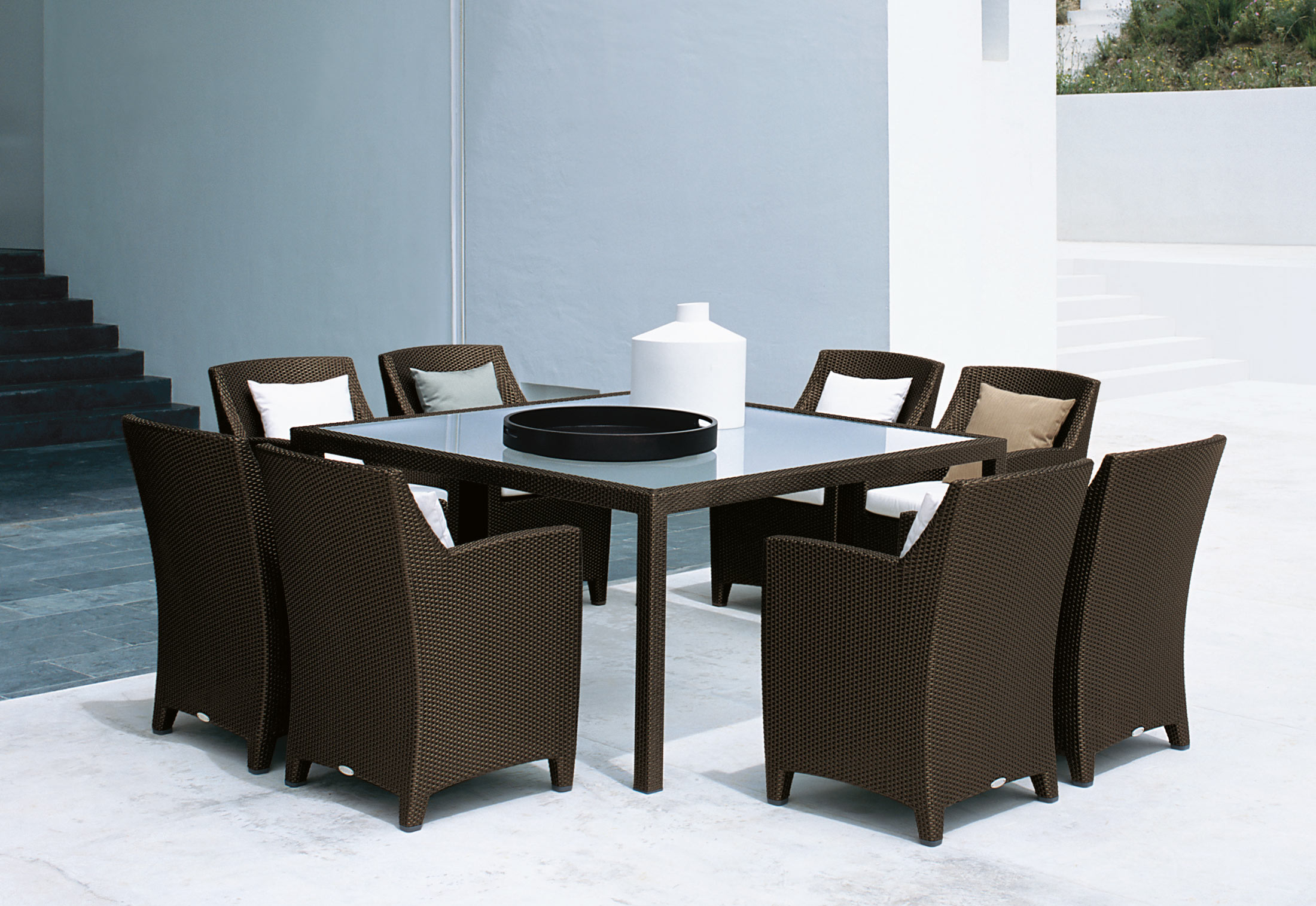 barcelona dining table and chairs