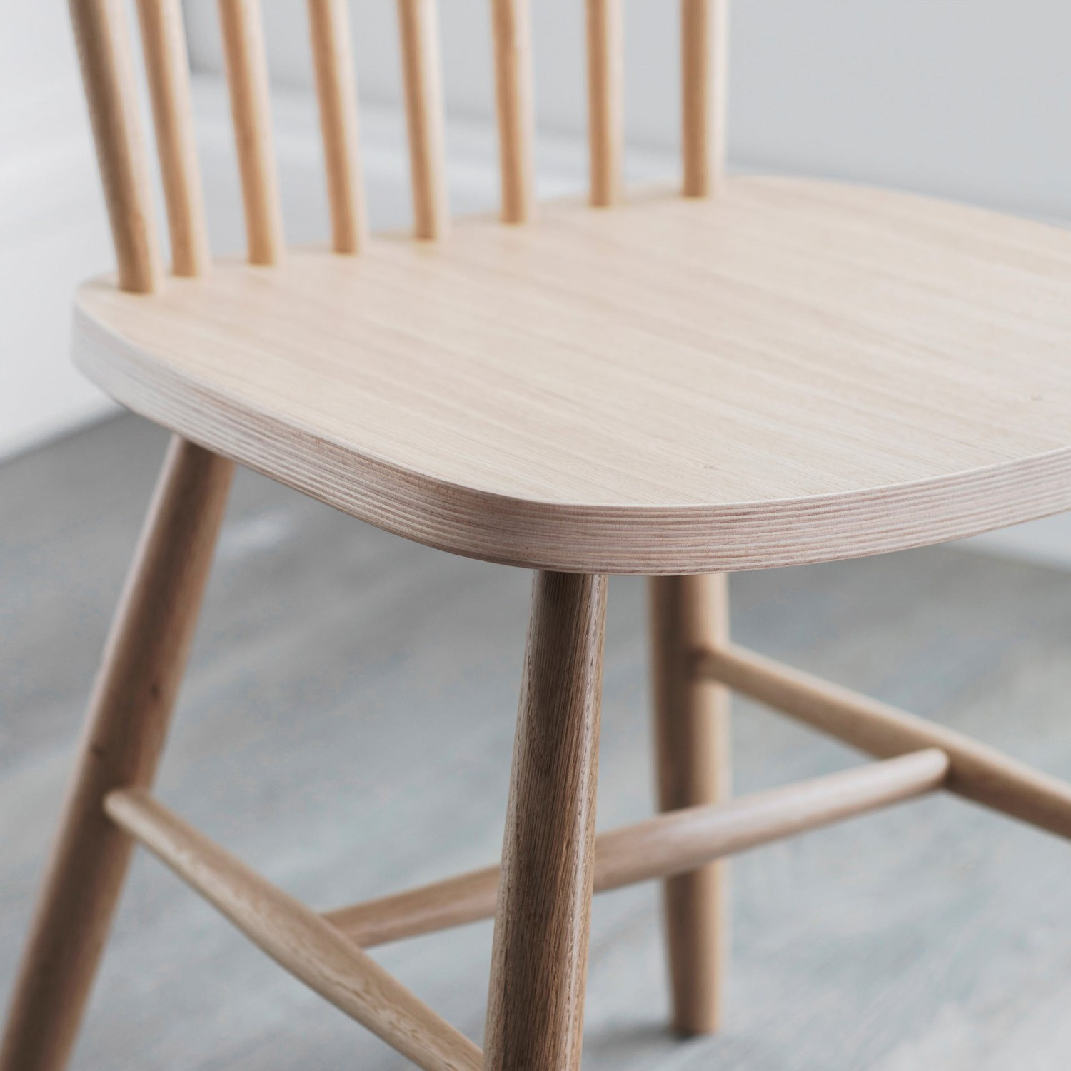 spindle back dining room chairs