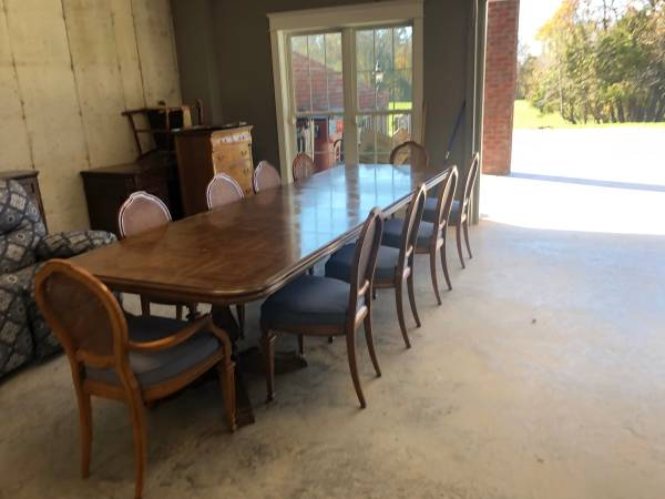 10 people dining table