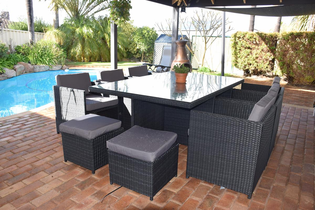 outdoor wicker dining tables