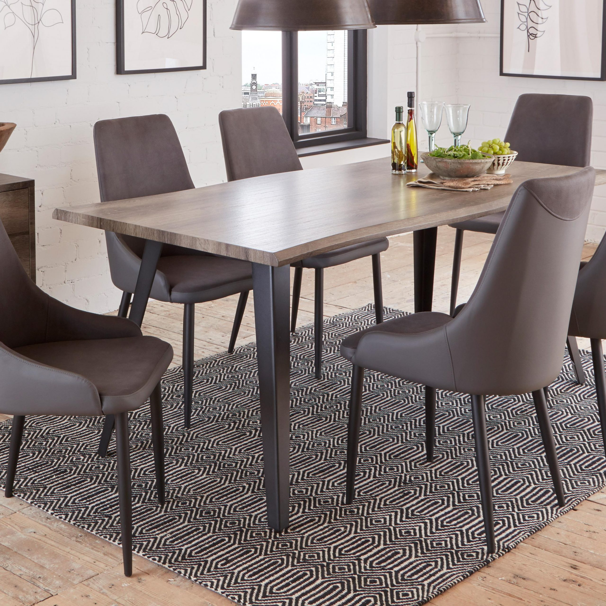 round dining tables and chairs sets