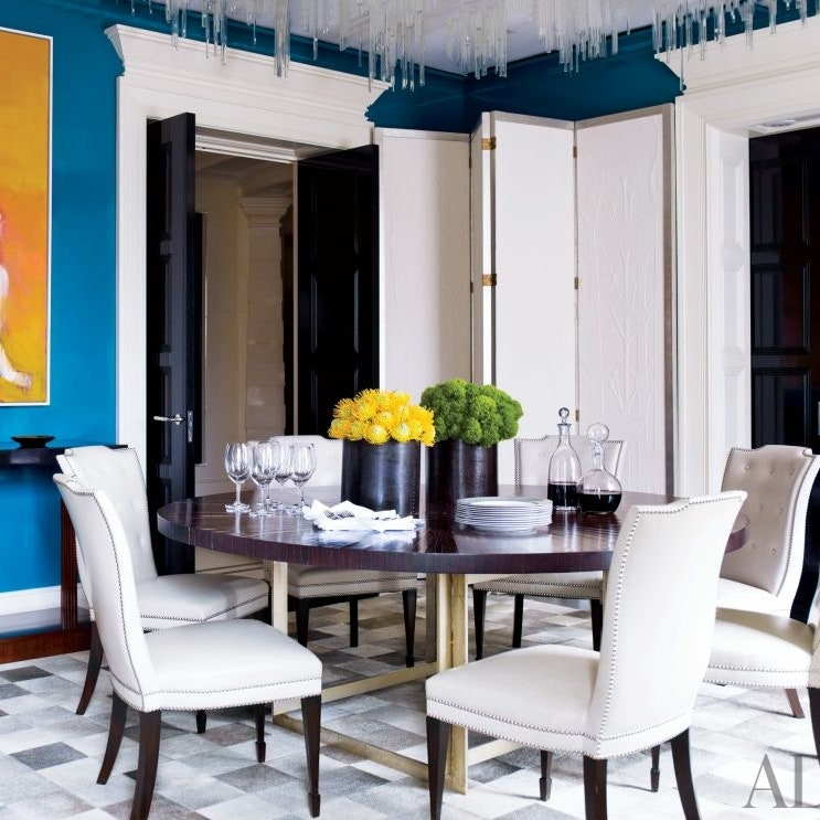 round dining tables with chairs