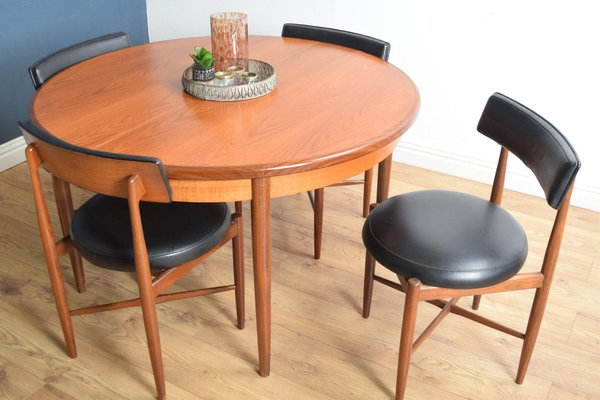 dining table and chairs round